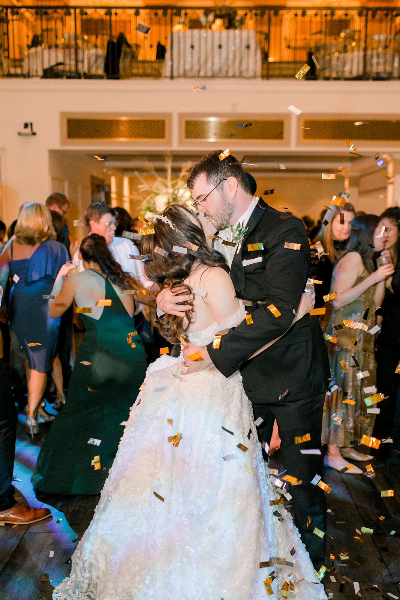 Jon And Abigail Kissing On Dance Floor